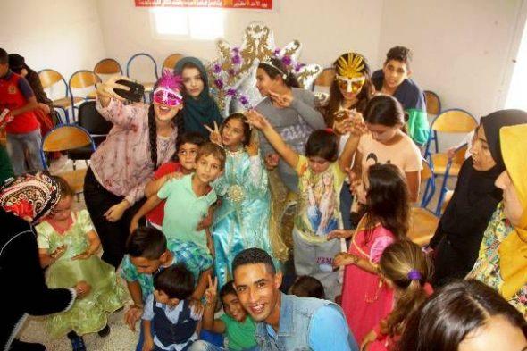 توزيع هدايا عاشوراء على اطفال اللاجئين السوريين