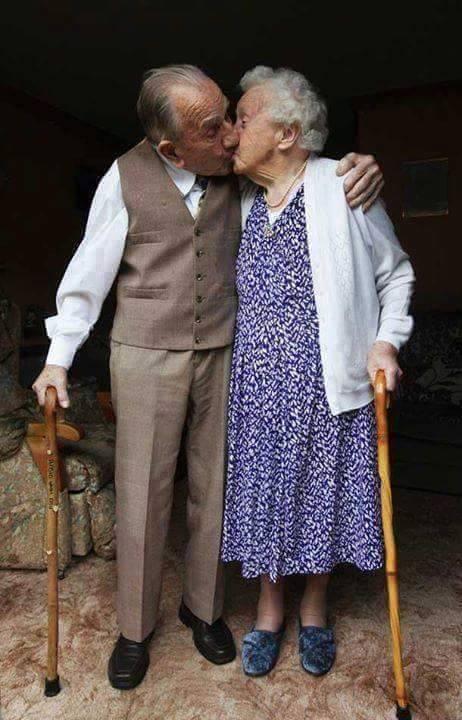 زوجان قررا إنهاء حياتهما في نفس الوقت