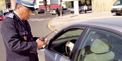 رَدُو البَال. قانون السير الجديد دخل رسمياً حيز التنفيذ..500درهم للوقوف فوق ممر الراجلين وغرامات تصل لـ4000 درهم