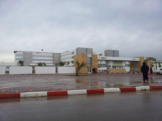 خوض وقفة احتجاجية من طرف ممرضو و ممرضات المستشفى الاقليمي بالحديدة