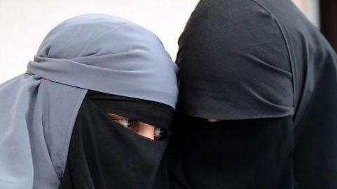 تطبيق قرار منع ارتداء البرقع بالجديدة.