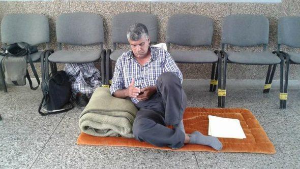 الأستاذ محمد فقري يعتصم داخل مديرية التعليم بالجديدة