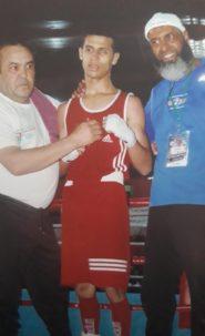 عماد عزوي من نادي الرجاء الجديدي للملاكمة يتوجا بطلا للمغرب في فئة الشبان 49 كلغ