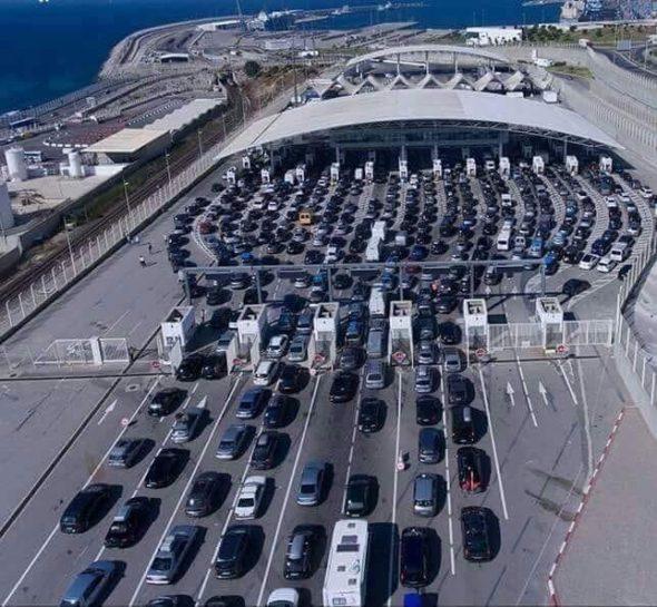 ميناء طنجة المتوسط أكثر من عشر ساعات تحت حرارة الشمس…