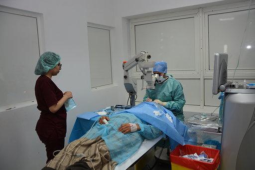 استفادة 450 شخصا من سكان المناطق المجاورة للجرف الأصفر من القافلة الطبية لأمراض العيون