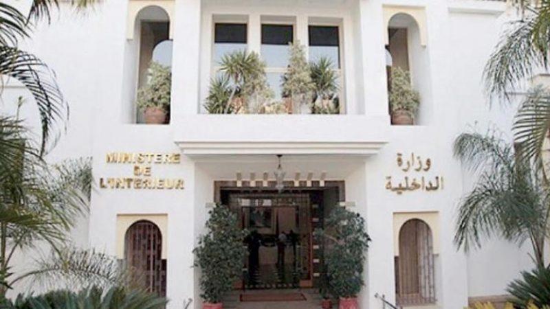 وزارة الداخلية تقرر إغلاق المقاهي والمطاعم والحمامات العمومية