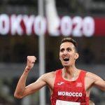 البطل سفيان البقالي يتألق بأولمبياد طوكيو ويهدي للمغرب ميدالية ذهبية مستحقة في سباق 3000 متر موانع.